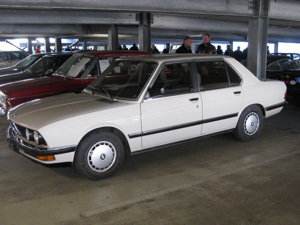 E28 518i. Так выглядела базовая пятерка BMW начала 80х.