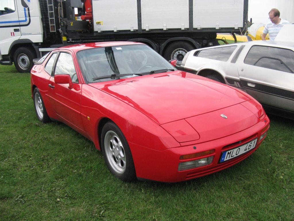 Самый быстрый из линейки переднемоторных порше - 944 Turbo